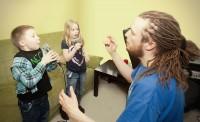 Weroniką i Maks na zajęciach beatbox dla dzieci
